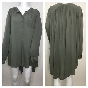 🆕 Free People Olive Hi Low Long Sleeve 1/2 button